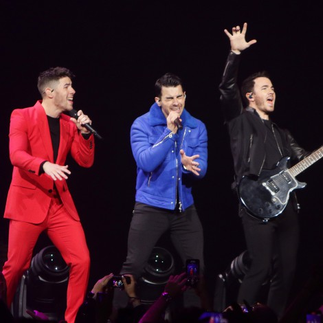 Jonas Brothers recrean escena de Camp Rock