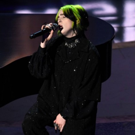 "Billie Eilish canta ""In Memoriam"" en los Oscar 2020"